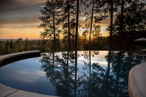 Blackberry Yurt - infinity pool/outdoor soaking tub