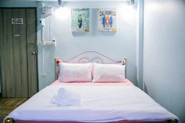 Private room near Khao San with free breakfast N2