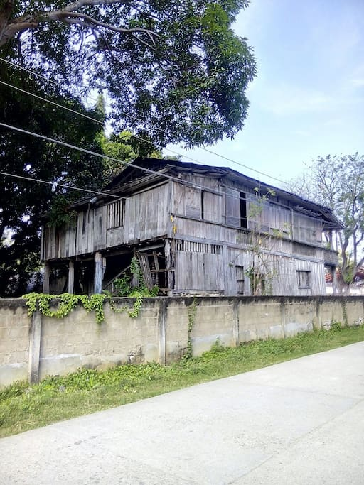 Fronting view of Very Old House along Plaza's and municipality of Valle