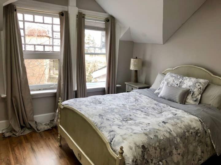 Room 9 - Warm Victorian Home in Belleville