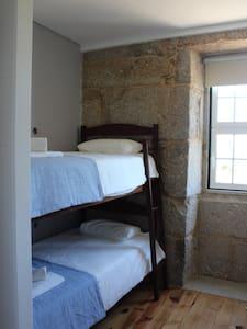 Hostel Casa do Pinheiro - Quarto 4 - Lagares
