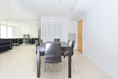 Beautiful 1BR in front of the beach 04 - サーフサイド