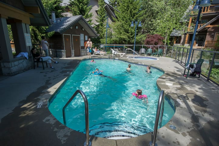 Glaciers Reach Common heated pool, hot tub and gym. A fantastic sunny spot to enjoy in the summer or winter.