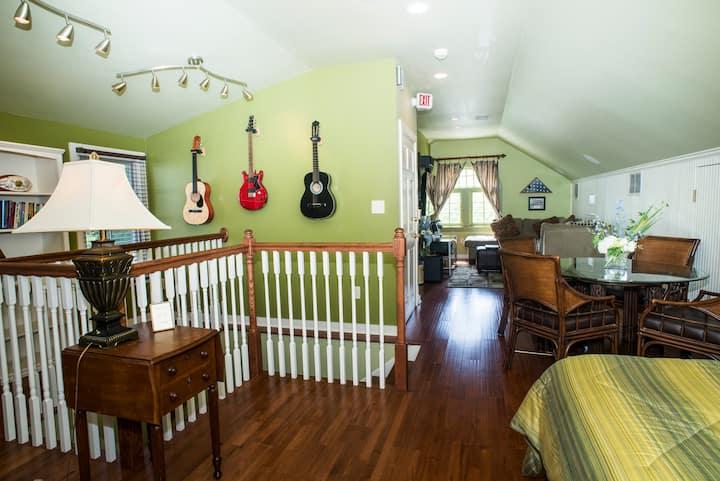 Simon's Loft at Historic Fairview Inn