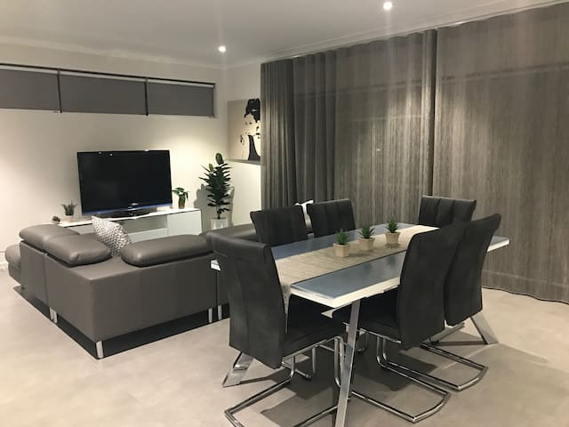 Brand New 2x2 Apart Near Westfield Shopping Centre