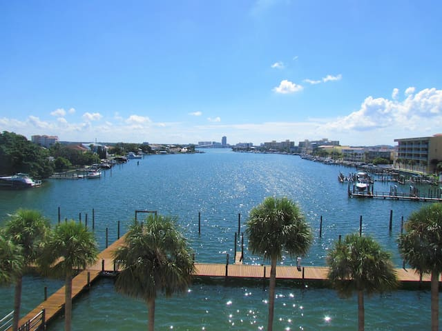 Dockside 2 BR Waterfront Condo in Center of Clearwater Beach!
