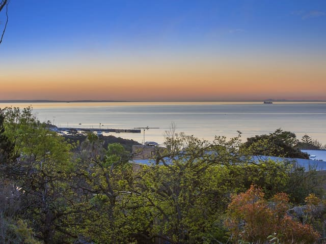 Luxury with Spectacular Mornington Pier Views - Mornington