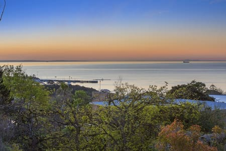Luxury with Spectacular Mornington Pier Views - Mornington - House