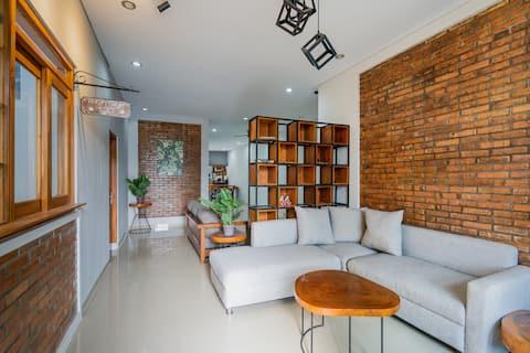 3 Bedrooms Casa de Odua Entire 1st floor