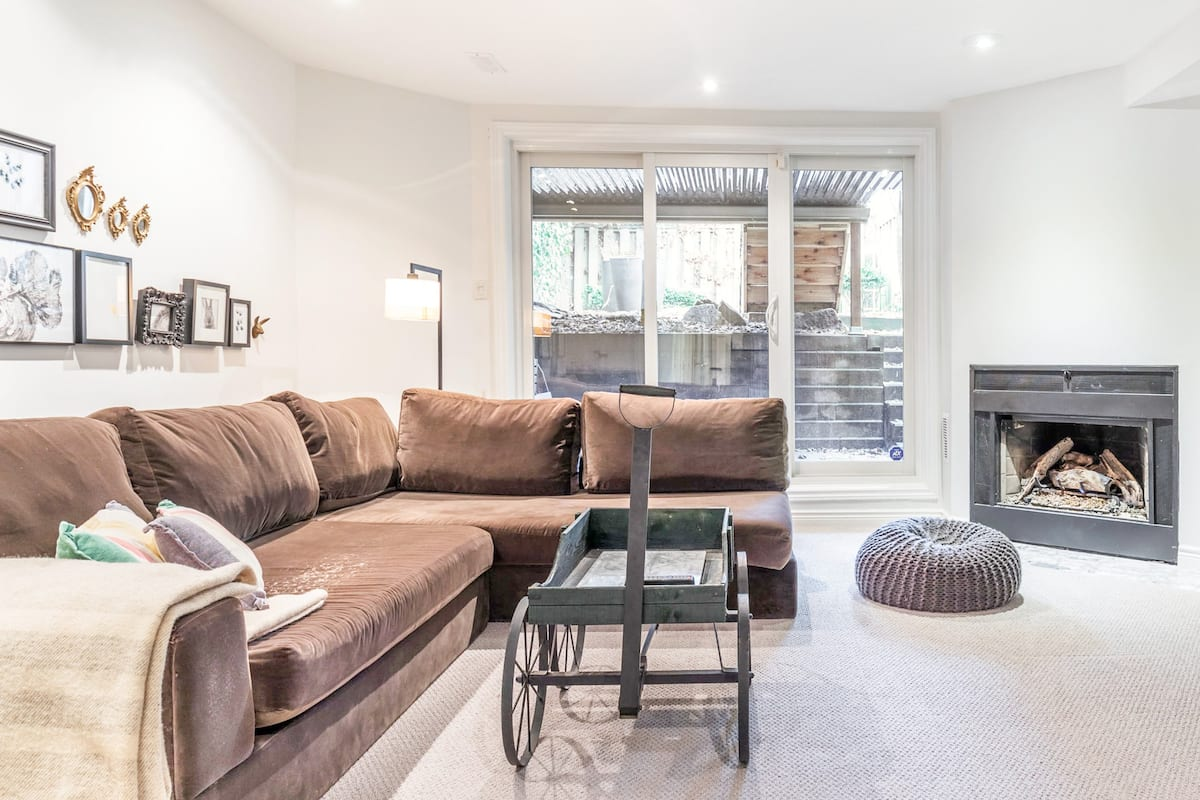 Luxurious Curated Apartment Suite in Cabbagetown