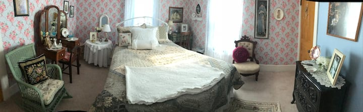 Blue Rose room!! Step back in time to 1904!!