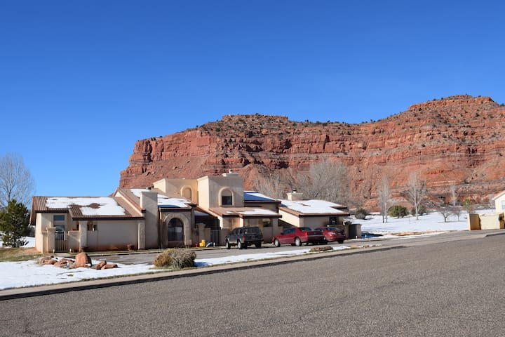 Spectacular Cliff Views. 3 Bedroom Townhome! #254 - Kanab - Townhouse