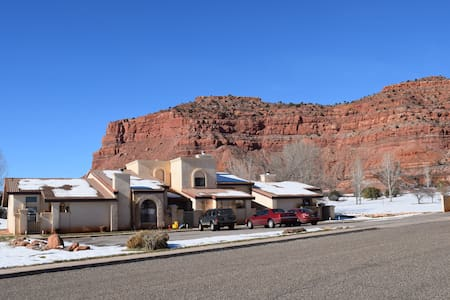 Spectacular Cliff Views. 3 Bedroom Townhome! #254 - Kanab - Adosado