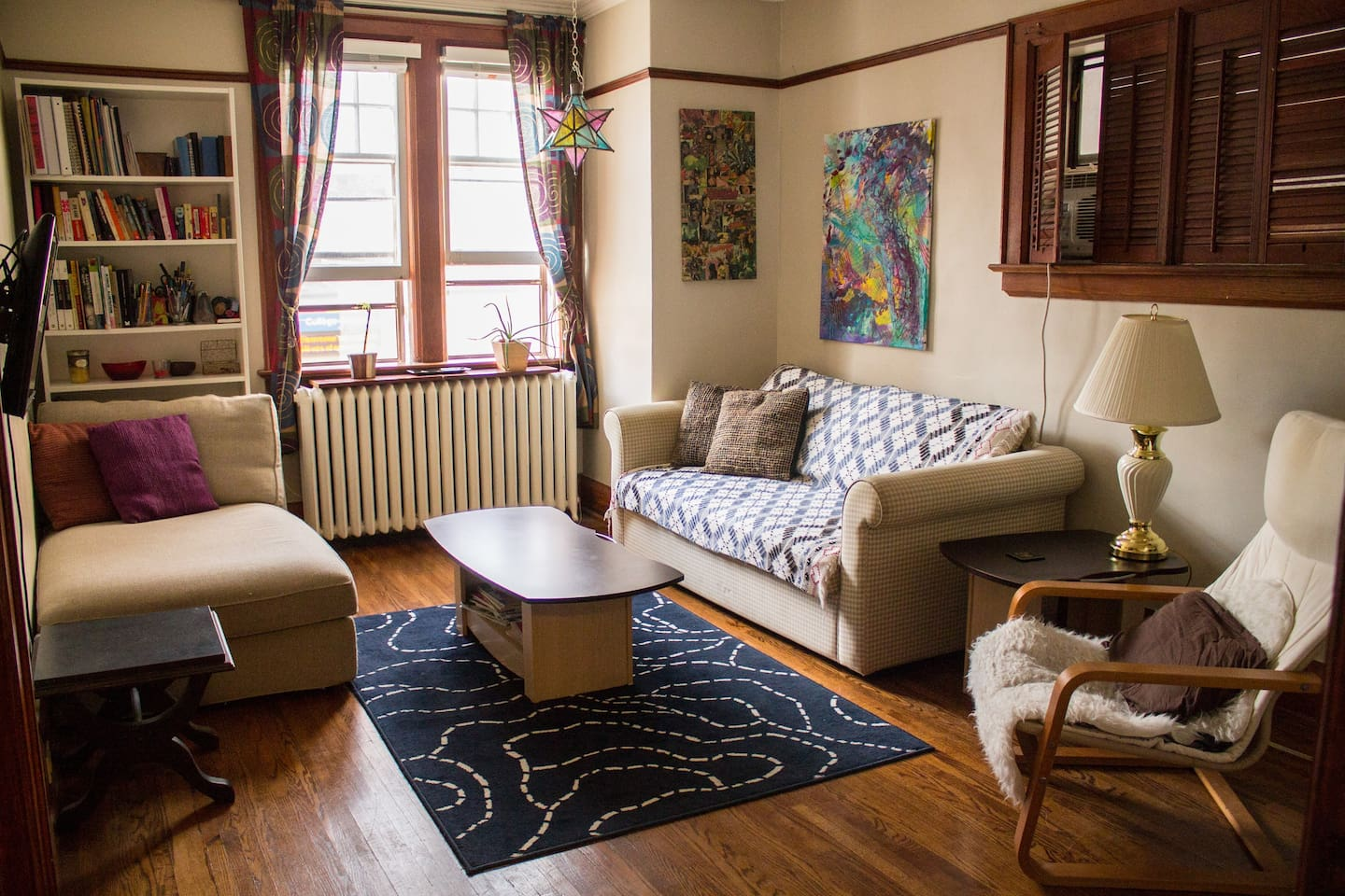 Cozy Artsy Downtown Nest - Apartments for Rent in Toronto, Ontario ...