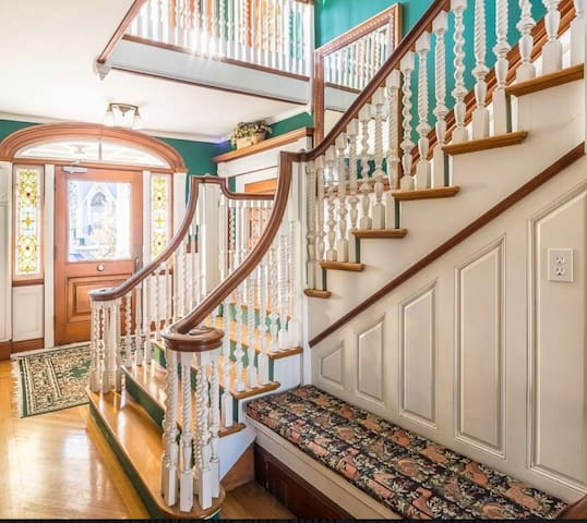 Grand common space/entryway