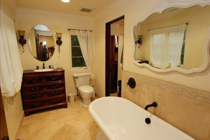 Full bath with tub and shower. Walk in closet is just off the bath.