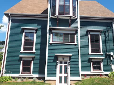 Mayner House - Charming flat in Old Town Lunenburg