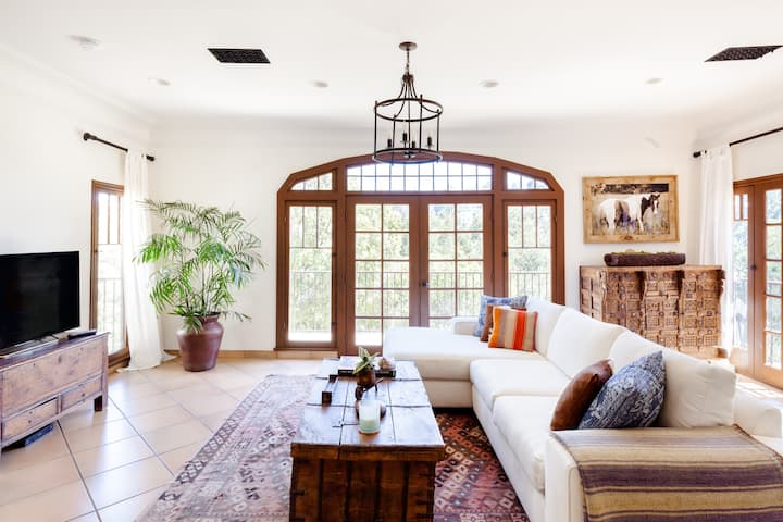 Hollywood Hills Designer Villa/Duplex with Authentic Charm