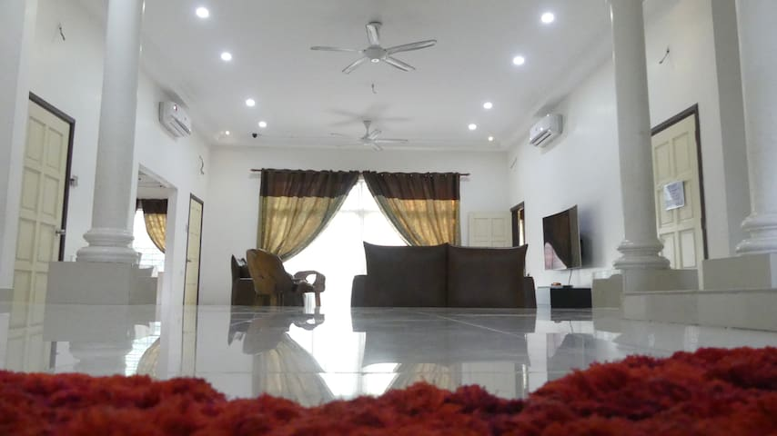 Homestay Sungai Buloh: 2 Rooms for 6 persons
