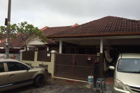 Homestay 3 bilik - Kuala Selangor - Haus