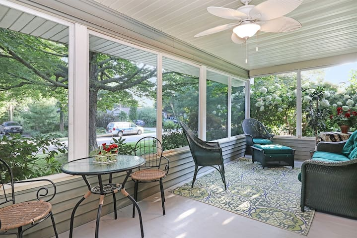 Sunsational: Private Hot Tub & Fenced In Yard at this Pet Friendly Downtown Home