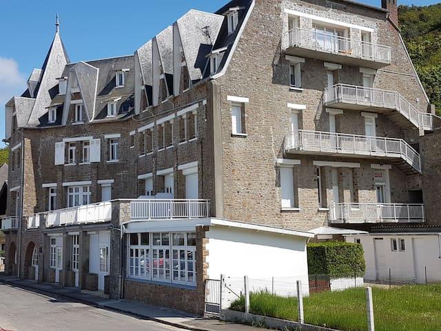 Appartement au pied de la plage de Carolles