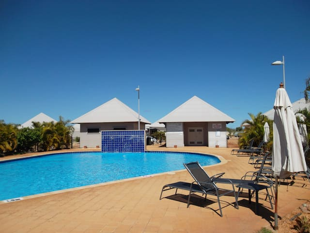 Palm Escape 27 - Private Apartment Popular Resort - Exmouth - Apartment