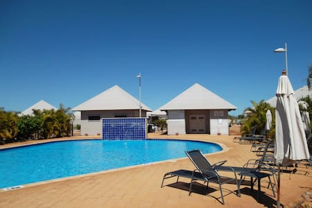 Palm Escape 27 - Private Apartment Popular Resort - Exmouth