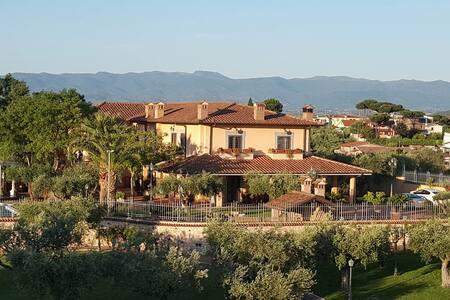 Villa immersa nel verde - Rom