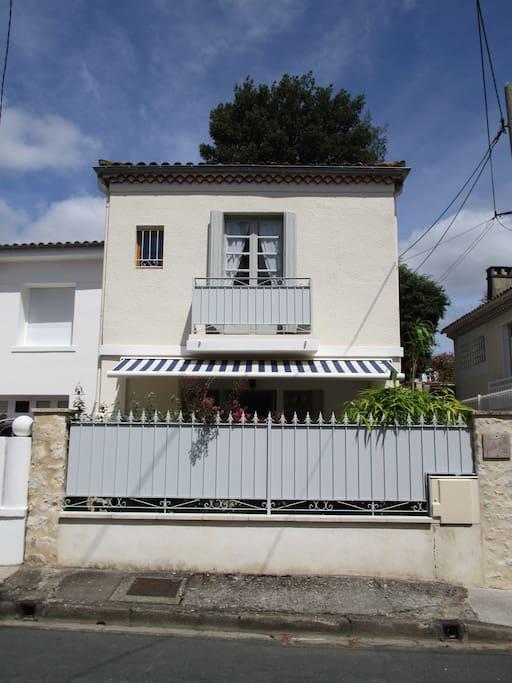 Royan plage petite maison de charme maisons louer for Maison hote royan
