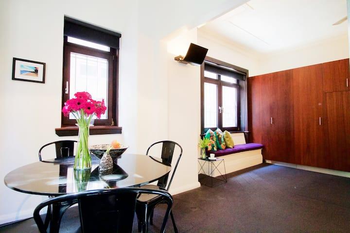 Classic Art-Deco Studio - Potts Point
