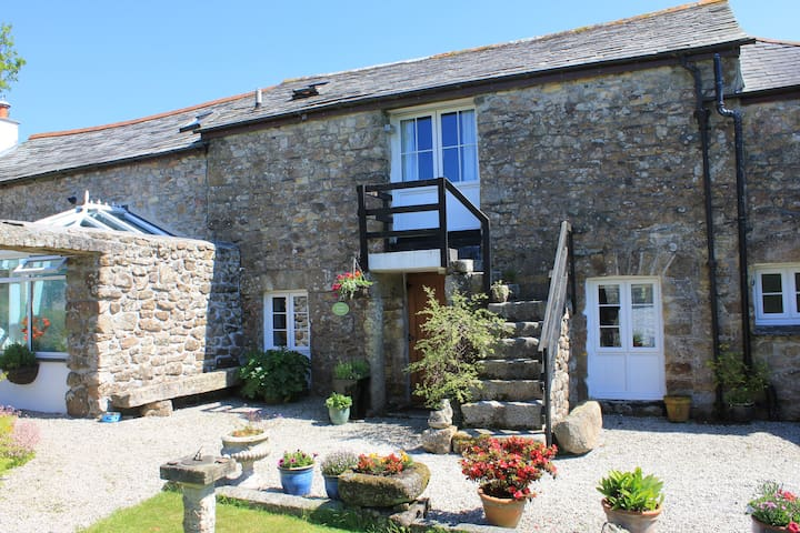 Granary Cottage - rural comforts