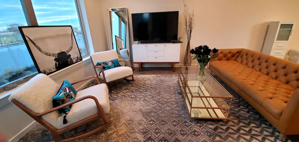 Fab Philly - Queen Suite+Private Bath in New Home
