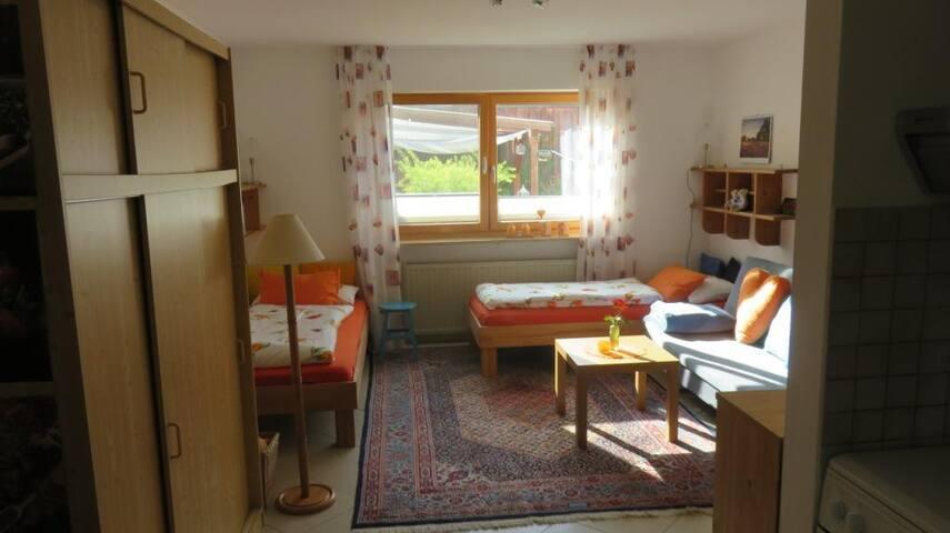 Wohlfühlort: Gemütliche Wohnung mit Gartenblick