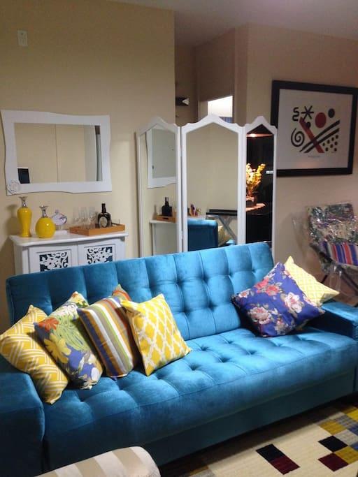 Sofá cama moderno e confortável