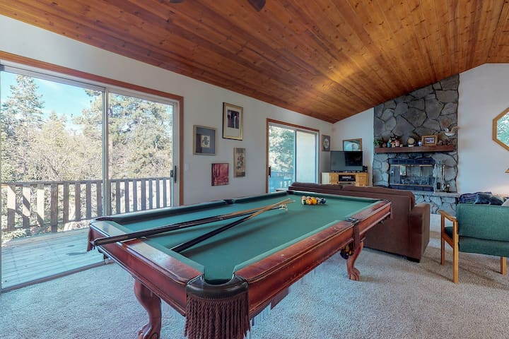 Charming mountain home w/private hot tub, patio/deck - outdoor fun