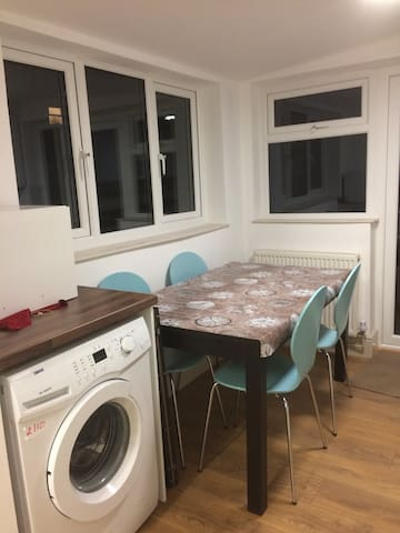 Up to 6 Guests in Wellingborough house