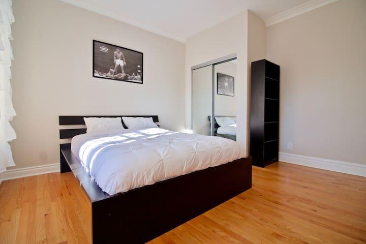 ♫ Lavish ♬ Bedroom ♫ w Private Patio ♬