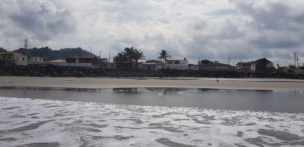 Casa de renta Aldemar. habitaciones frente al mar