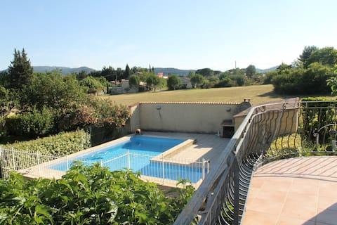 Appartement dans magnifique propriété avec piscine
