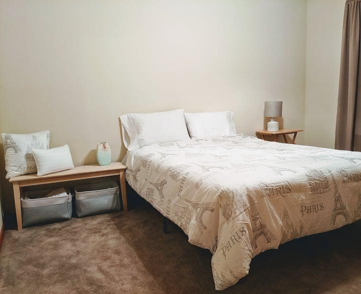Three bedroom discounted stay - nice neighborhood