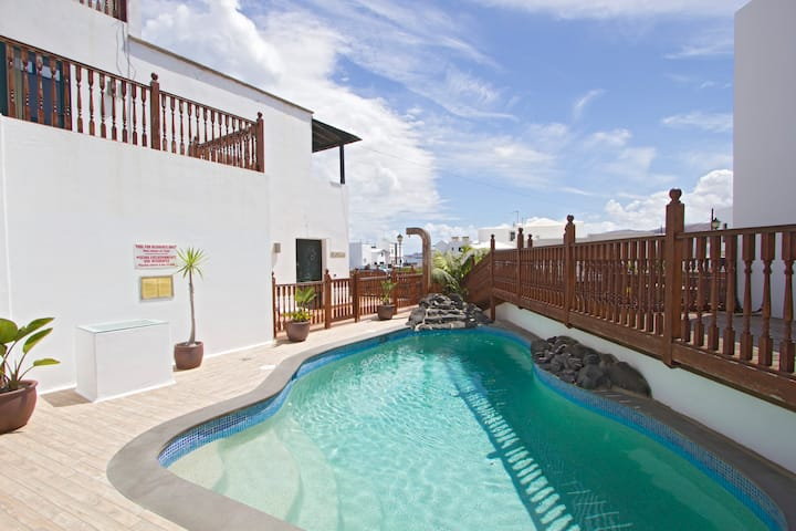 Casa Margarita- Beautiful Villa, Pool, Beach
