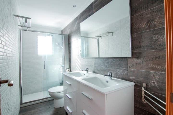 Single room in amazing  5-room flat