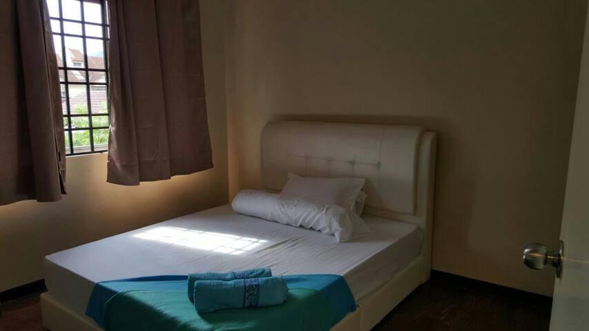 Batu Kawan Rooms - Simpang Ampat - House