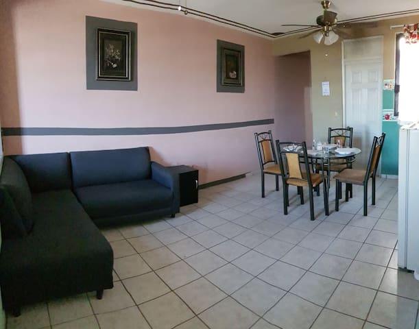 Departamento cómodo y hogareño, cerca de plaza.