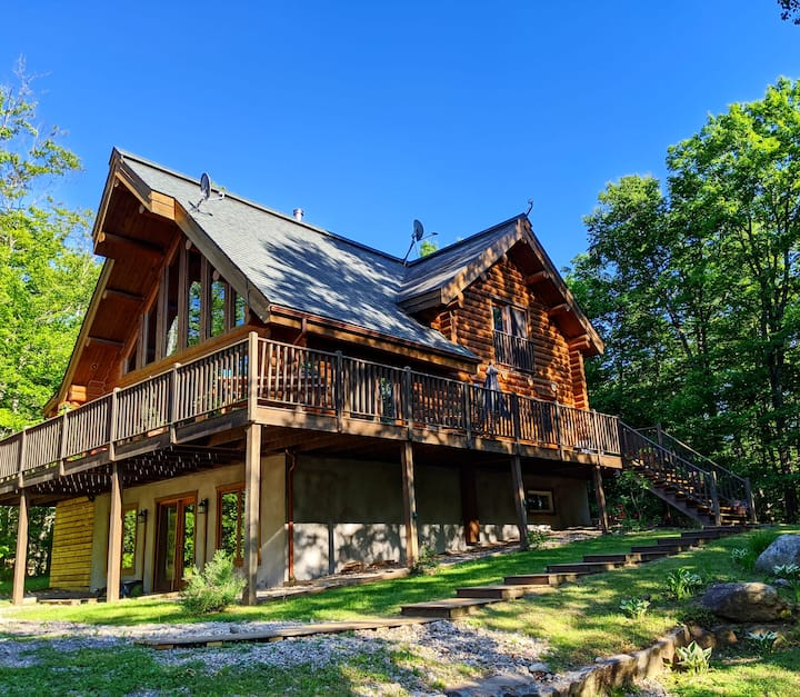 Luxurious Log Cabin with Hot Tub and EV Charger