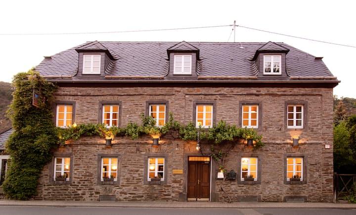 Wunderschönes Bruchsteinhaus mit Liebe zum Detail