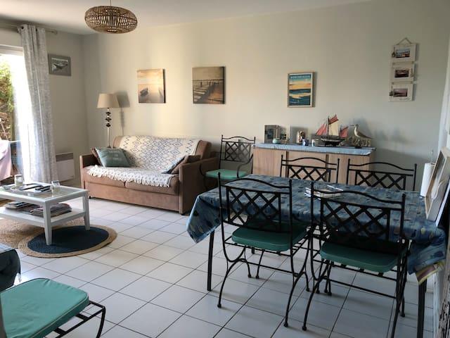 Appart petite résidence avec piscine proche port