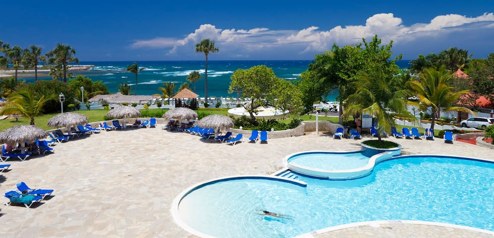 1 BR Tropical Suite  VIP  All Inclusive Mandatory!