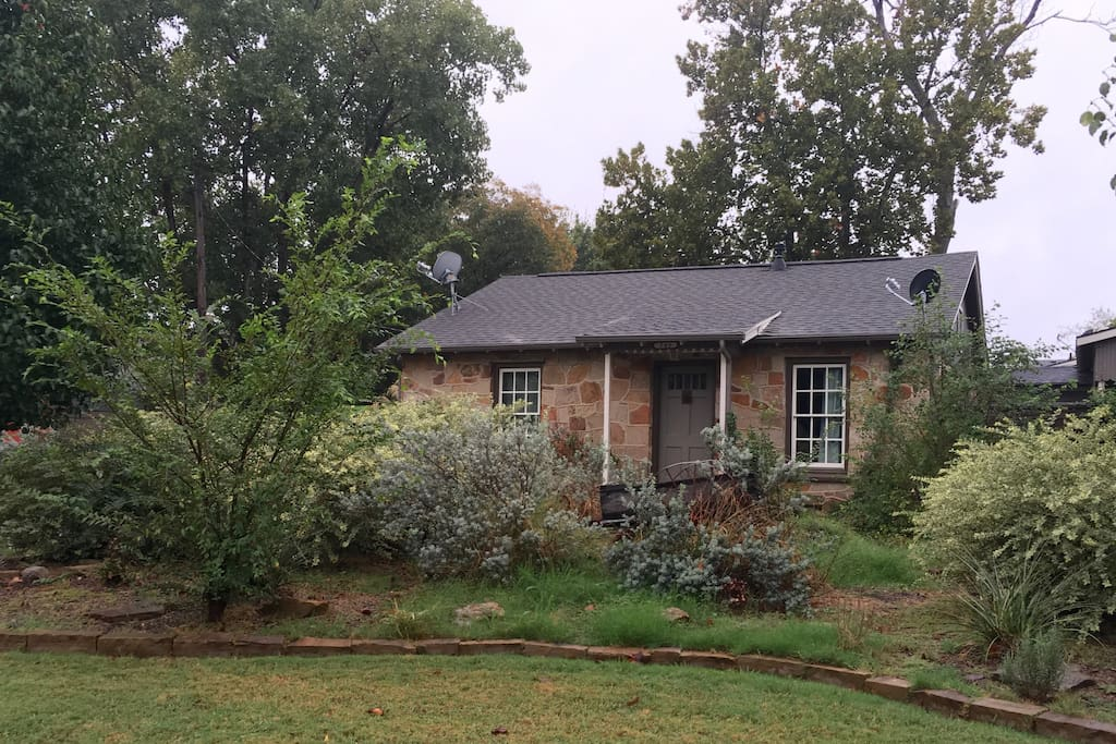 Stay at our Historical home of first nightwatchman of Grapevine Ed Langley.